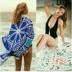 Other - Round blue beach towel